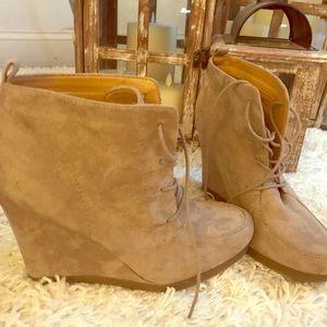 Nine West Lace up booties🌸 wedge heels 👠